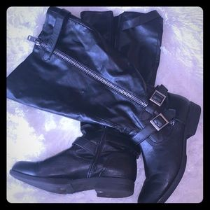 Strappy zip up winter boots